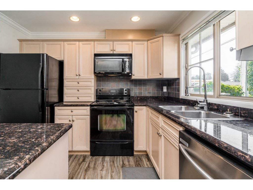 """Photo 9: Photos: 27 6450 BLACKWOOD Lane in Chilliwack: Sardis West Vedder Rd Townhouse for sale in """"The Maples"""" (Sardis)  : MLS®# R2480574"""