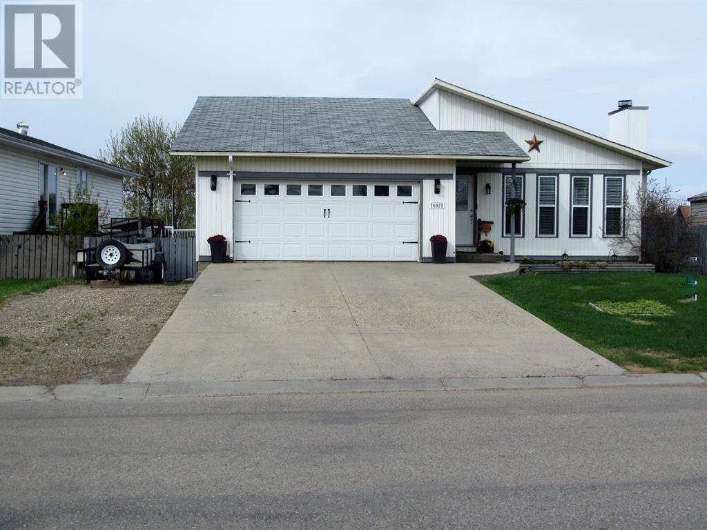 Main Photo: 10920 114 Street in Fairview: House for sale : MLS®# A1084319
