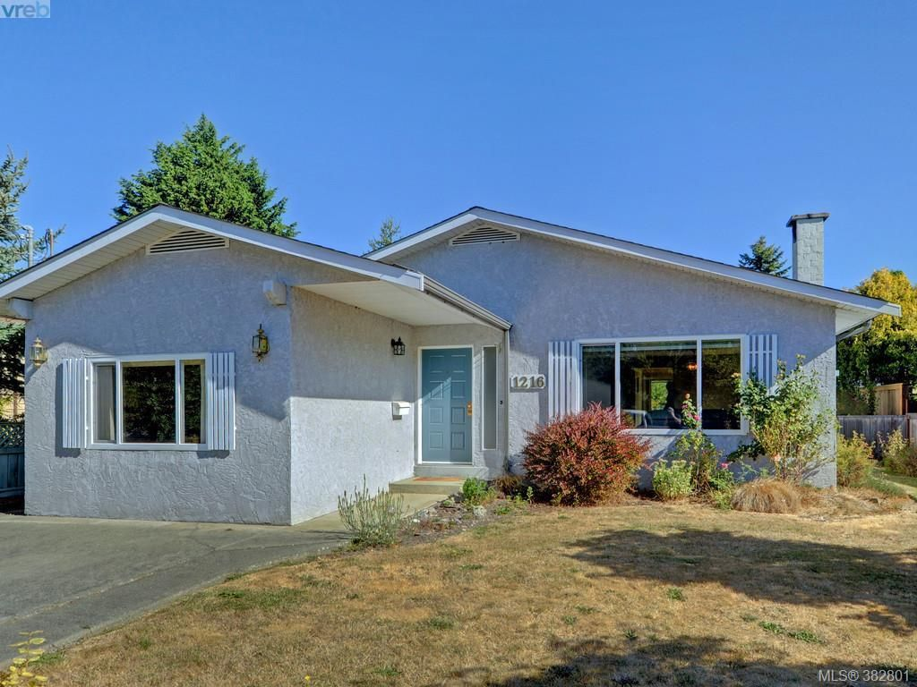Main Photo: 1216 Loenholm Rd in VICTORIA: SW Layritz House for sale (Saanich West)  : MLS®# 769227