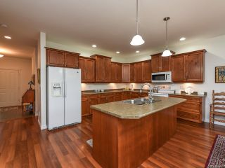 Photo 2: 9 737 ROYAL PLACE in COURTENAY: CV Crown Isle Row/Townhouse for sale (Comox Valley)  : MLS®# 826537