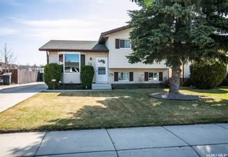 Photo 1: 506 Hall Crescent in Saskatoon: Westview Heights Residential for sale : MLS®# SK730669