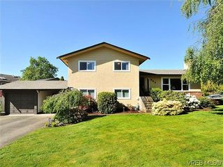 Photo 1: 995 Lucas Ave in VICTORIA: SE Lake Hill House for sale (Saanich East)  : MLS®# 639712