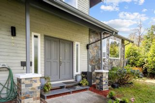 Photo 2: 649 Cairndale Rd in : Co Triangle House for sale (Colwood)  : MLS®# 856986