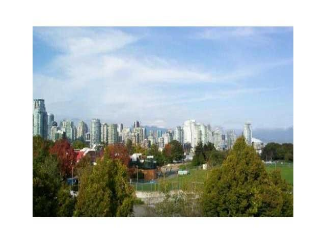 """Main Photo: 2227 OAK Street in Vancouver: Fairview VW Townhouse for sale in """"THE SIXTH ESTATE"""" (Vancouver West)  : MLS®# V849884"""