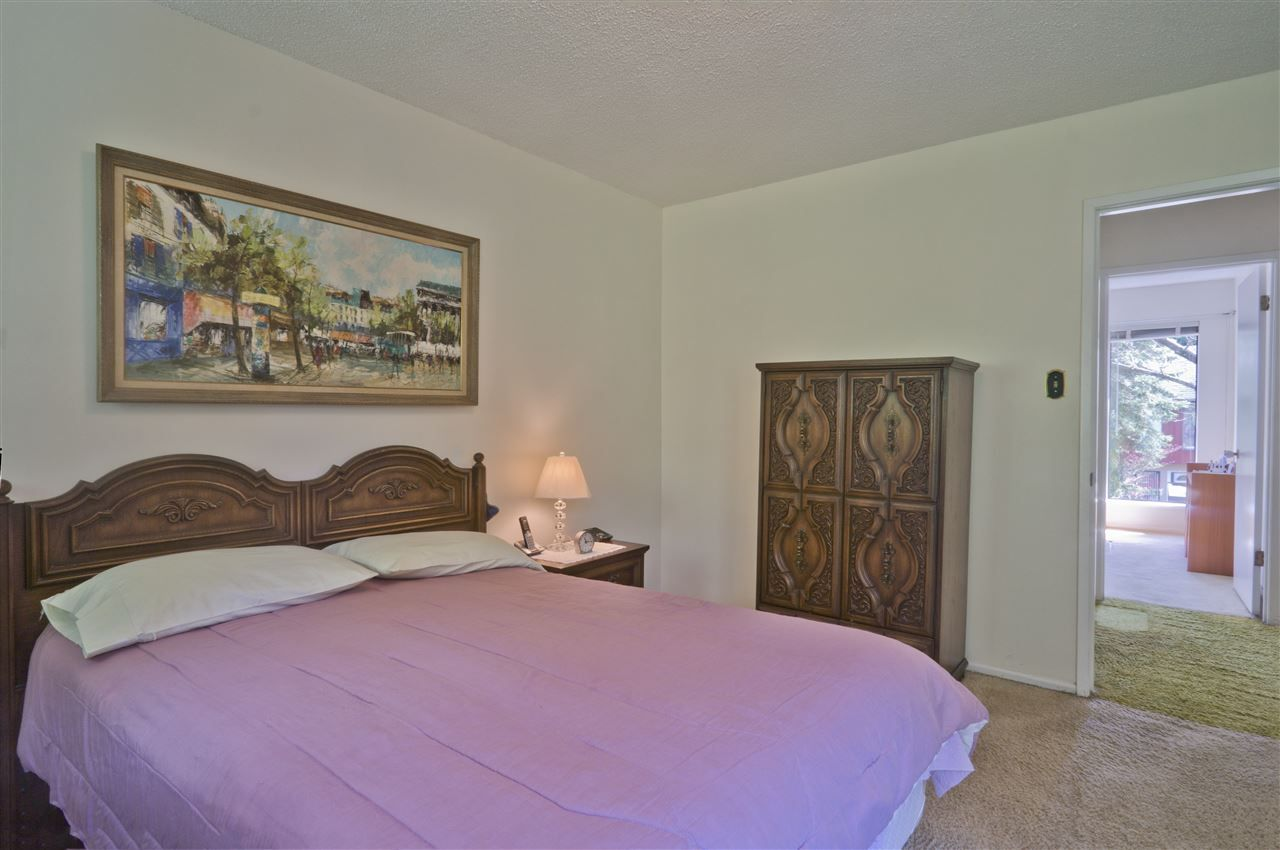 Photo 11: Photos: 4725 FERNGLEN PLACE in Burnaby: Greentree Village Townhouse for sale (Burnaby South)  : MLS®# R2163042