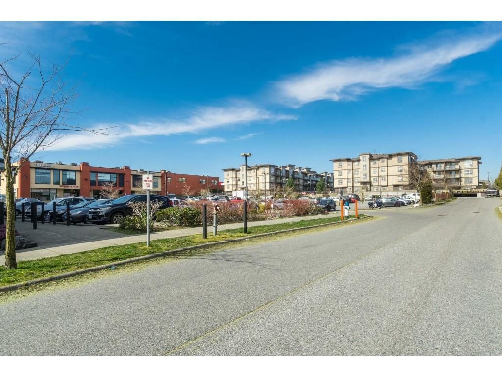 "Photo 16: Photos: 407 30525 CARDINAL Avenue in Abbotsford: Abbotsford West Condo for sale in ""Tamarind"" : MLS®# R2446195"