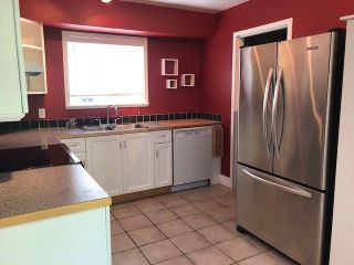 Photo 2: 6146 W GREENSIDE Drive in Surrey: Cloverdale BC Townhouse for sale (Cloverdale)  : MLS®# R2275639