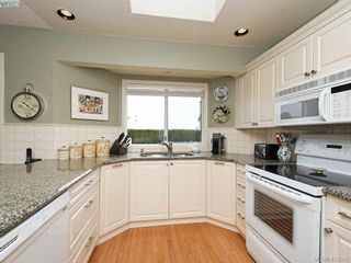 Photo 10: 4731 AMBLEWOOD Dr in VICTORIA: SE Cordova Bay House for sale (Saanich East)  : MLS®# 820003