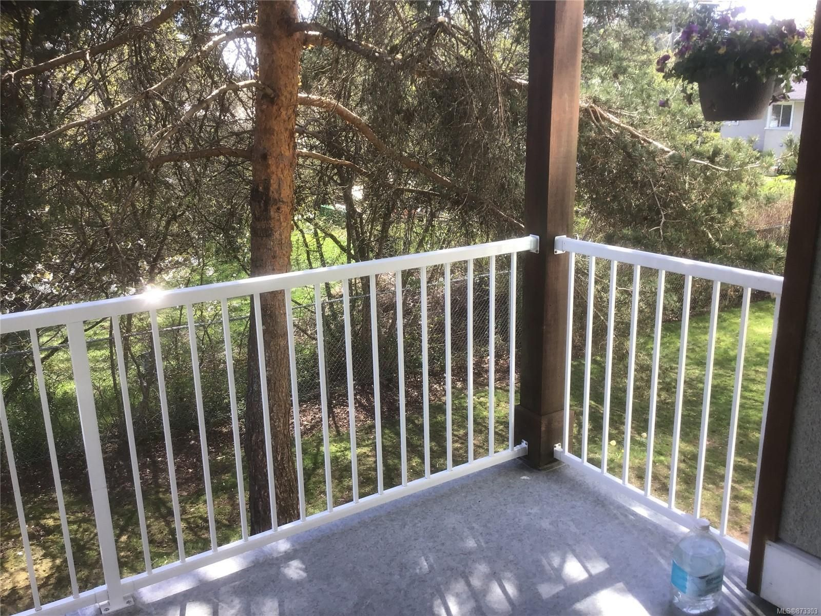 Main Photo: 210 1130 Willemar Ave in : CV Courtenay City Condo for sale (Comox Valley)  : MLS®# 873303