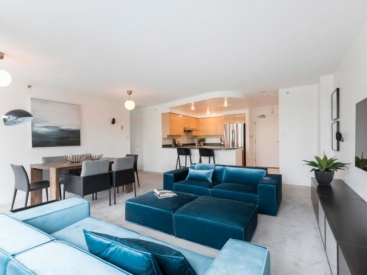 Main Photo: 305 1009 EXPO BOULEVARD in Vancouver: Yaletown Condo for sale (Vancouver West)  : MLS®# R2575432