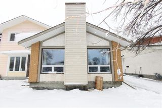 Photo 1: 29 East Lake Drive in Winnipeg: Waverley Heights Residential for sale (1L)  : MLS®# 202108599
