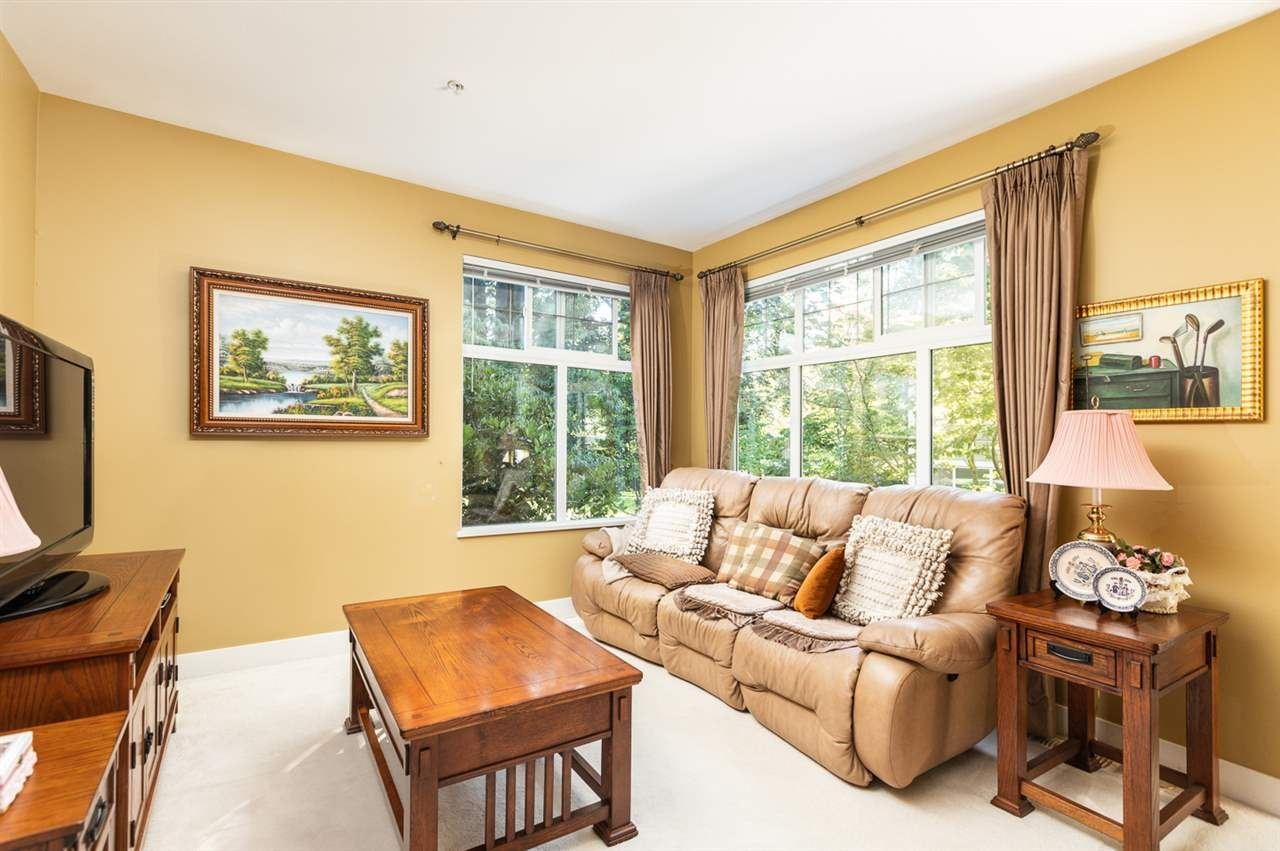 """Photo 5: Photos: 971 WESTBURY Walk in Vancouver: South Cambie Townhouse for sale in """"Churchill Gardens"""" (Vancouver West)  : MLS®# R2488294"""