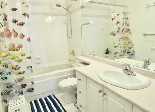 """Photo 8: 406 2105 W 42ND Avenue in Vancouver: Kerrisdale Condo for sale in """"BROWNSTONE"""" (Vancouver West)  : MLS®# R2552680"""