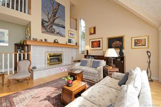 Photo 3: 878 Denford Cres in VICTORIA: SE Lake Hill House for sale (Saanich East)  : MLS®# 767667