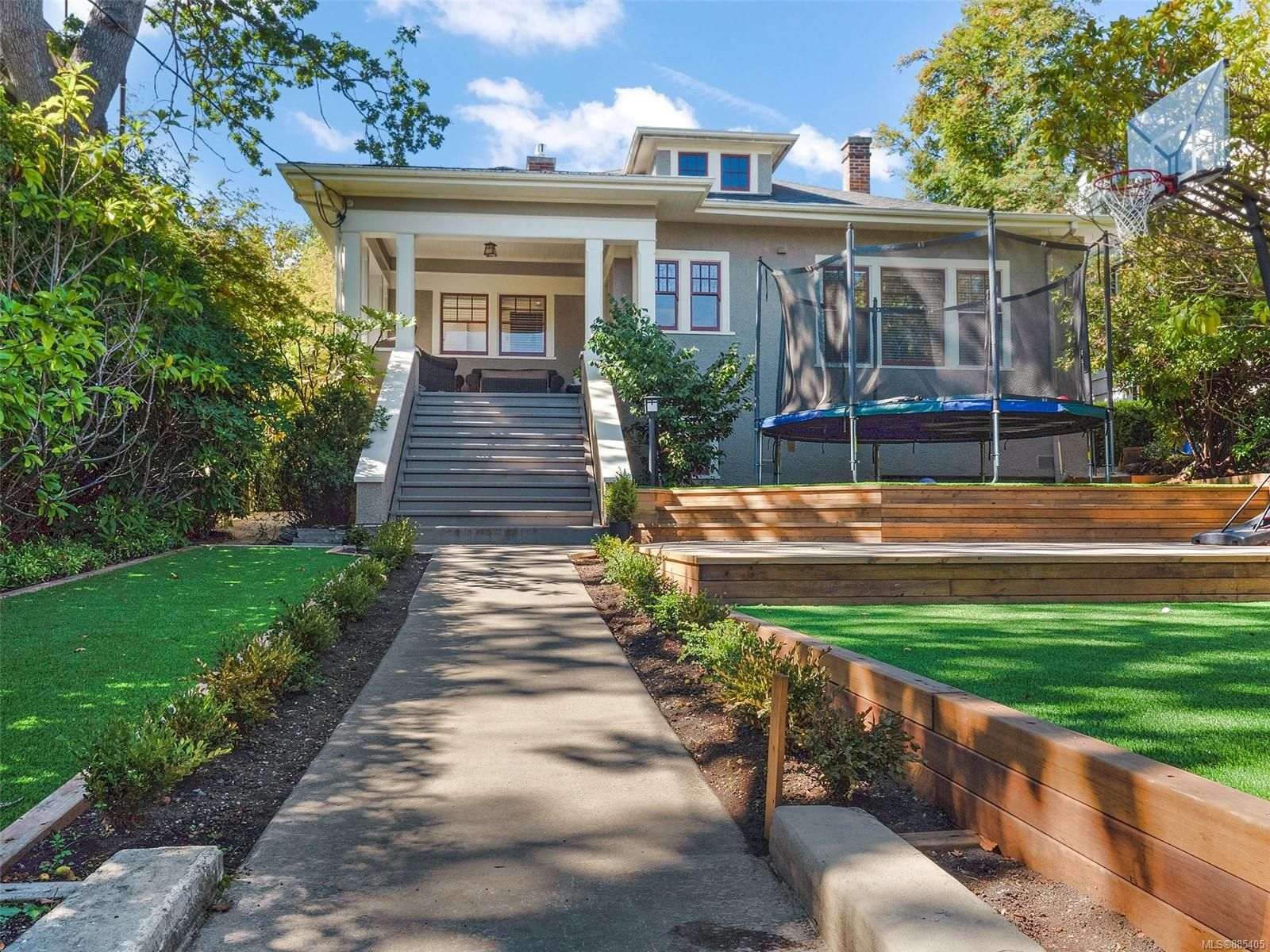 Main Photo: 1576 Hampshire Rd in : OB North Oak Bay House for sale (Oak Bay)  : MLS®# 885405
