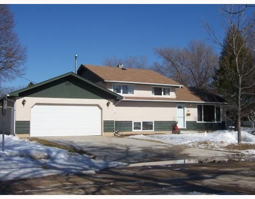 Main Photo: 36 SATURN Bay in WINNIPEG: Manitoba Other Residential for sale : MLS®# 2905473