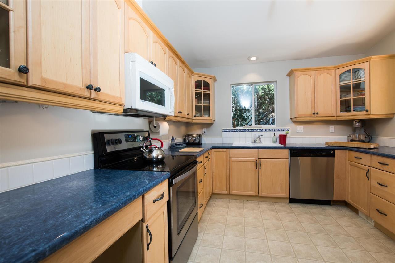 """Photo 9: Photos: 1305 DUNCAN Drive in Delta: Beach Grove House for sale in """"BEACH GROVE"""" (Tsawwassen)  : MLS®# R2565793"""