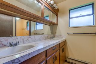Photo 13: 788 TUDOR Avenue in North Vancouver: Forest Hills NV House for sale : MLS®# R2414818