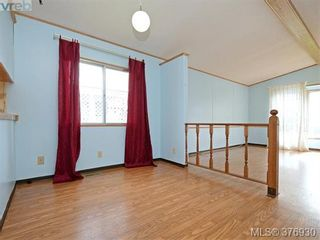 Photo 5: 61 1555 Middle Rd in VICTORIA: VR Glentana Manufactured Home for sale (View Royal)  : MLS®# 756727