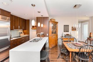 Photo 5: 413 999 Burdett Ave in : Vi Downtown Condo for sale (Victoria)  : MLS®# 861366