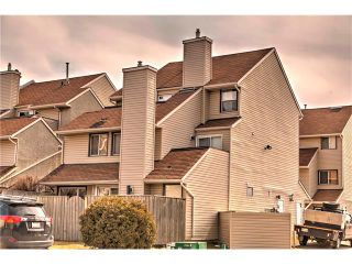 Photo 1: 248 54 GLAMIS Green SW in Calgary: Glamorgan House for sale : MLS®# C4109785