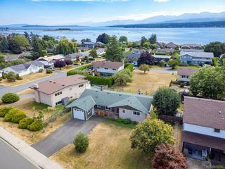 Photo 36: 2045 Beaufort Ave in : CV Comox (Town of) House for sale (Comox Valley)  : MLS®# 884580
