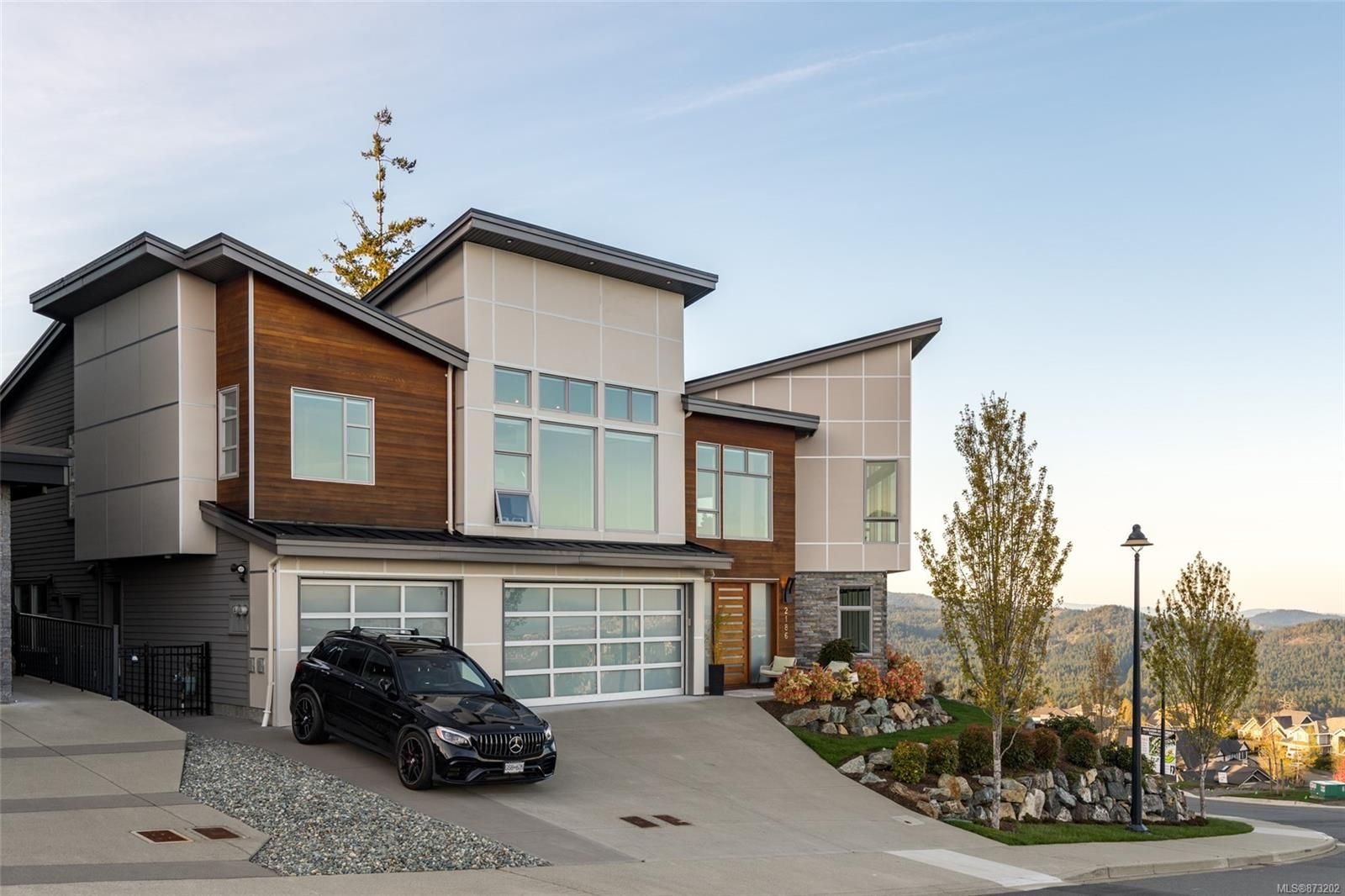 Main Photo: 2186 Navigators Rise in : La Bear Mountain House for sale (Langford)  : MLS®# 873202