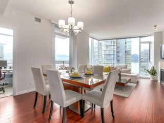 """Photo 2: 1705 1211 MELVILLE Street in Vancouver: Coal Harbour Condo for sale in """"THE RITZ"""" (Vancouver West)  : MLS®# R2173539"""