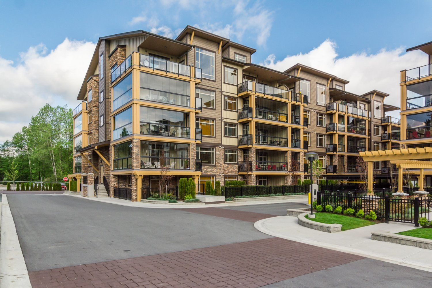 """Photo 3: Photos: 509 8258 207A Street in Langley: Willoughby Heights Condo for sale in """"YORKSON CREEK (BLG A)"""" : MLS®# R2221052"""