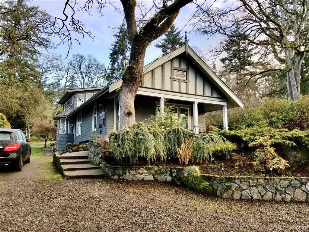 Main Photo: 1086 W Burnside Rd in VICTORIA: SW Strawberry Vale House for sale (Saanich West)  : MLS®# 812559