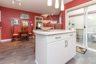 Photo 8: 9 106 Aldersmith Pl in View Royal: VR Glentana Row/Townhouse for sale : MLS®# 872352