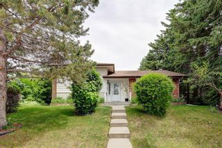Photo 2: 2728 LIONEL Crescent SW in Calgary: Lakeview Detached for sale : MLS®# C4303178