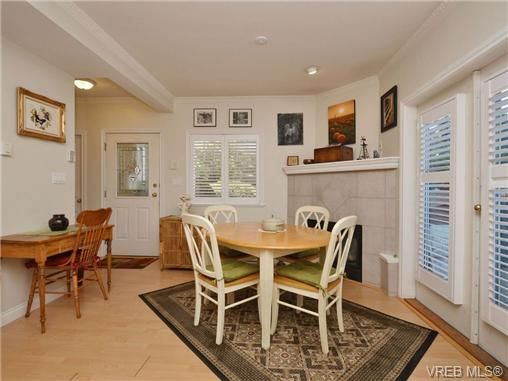 Photo 2: Photos: 2 225 Vancouver St in VICTORIA: Vi Fairfield West Row/Townhouse for sale (Victoria)  : MLS®# 699891