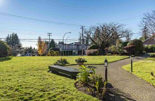 Photo 3: 203 14957 THRIFT AVENUE: White Rock Condo for sale (South Surrey White Rock)  : MLS®# R2531513