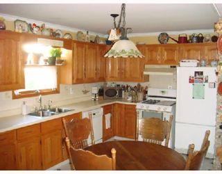 Photo 3: 915 BANNATYNE Avenue in WINNIPEG: Brooklands / Weston Residential for sale (West Winnipeg)  : MLS®# 2816909
