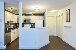 """Photo 3: 411 68 RICHMOND Street in New Westminster: Fraserview NW Condo for sale in """"GATEHOUSE"""" : MLS®# R2150435"""