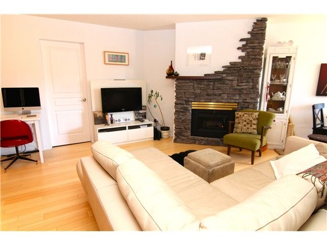 """Main Photo: 210 3131 MAIN Street in Vancouver: Mount Pleasant VE Condo for sale in """"CARTIER PLACE"""" (Vancouver East)  : MLS®# V972221"""