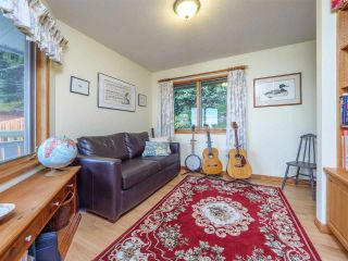 Photo 16: 3427 BEACH Avenue: Roberts Creek House for sale (Sunshine Coast)  : MLS®# R2519025
