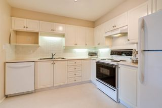 Photo 3: 312 33731 MARSHALL Road in Abbotsford: Central Abbotsford Condo for sale : MLS®# R2609186