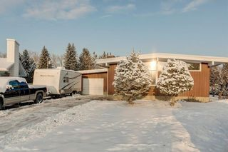 Photo 1: 1220 MAPLEGLADE Place SE in Calgary: Maple Ridge Detached for sale : MLS®# C4277925