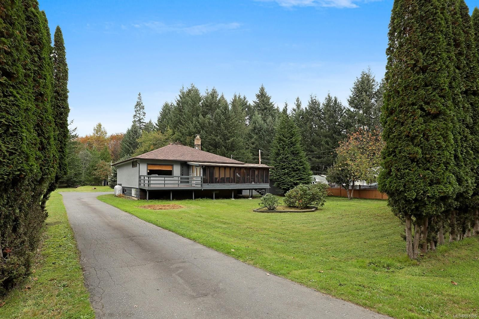 Main Photo: 2183 Lake Trail Rd in : CV Courtenay West House for sale (Comox Valley)  : MLS®# 861596