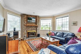 """Photo 2: 17139 26A Avenue in Surrey: Grandview Surrey House for sale in """"Country Acres"""" (South Surrey White Rock)  : MLS®# R2479342"""