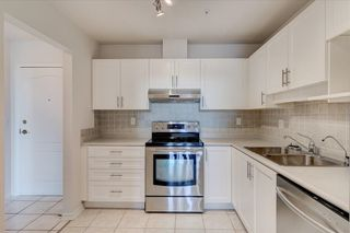 """Photo 4: 302 15272 20 Avenue in Surrey: King George Corridor Condo for sale in """"WINDSOR COURT"""" (South Surrey White Rock)  : MLS®# R2602233"""