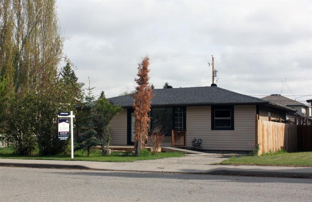 Main Photo: 7812 34 Avenue NW in Calgary: Bowness Detached for sale : MLS®# A1110840