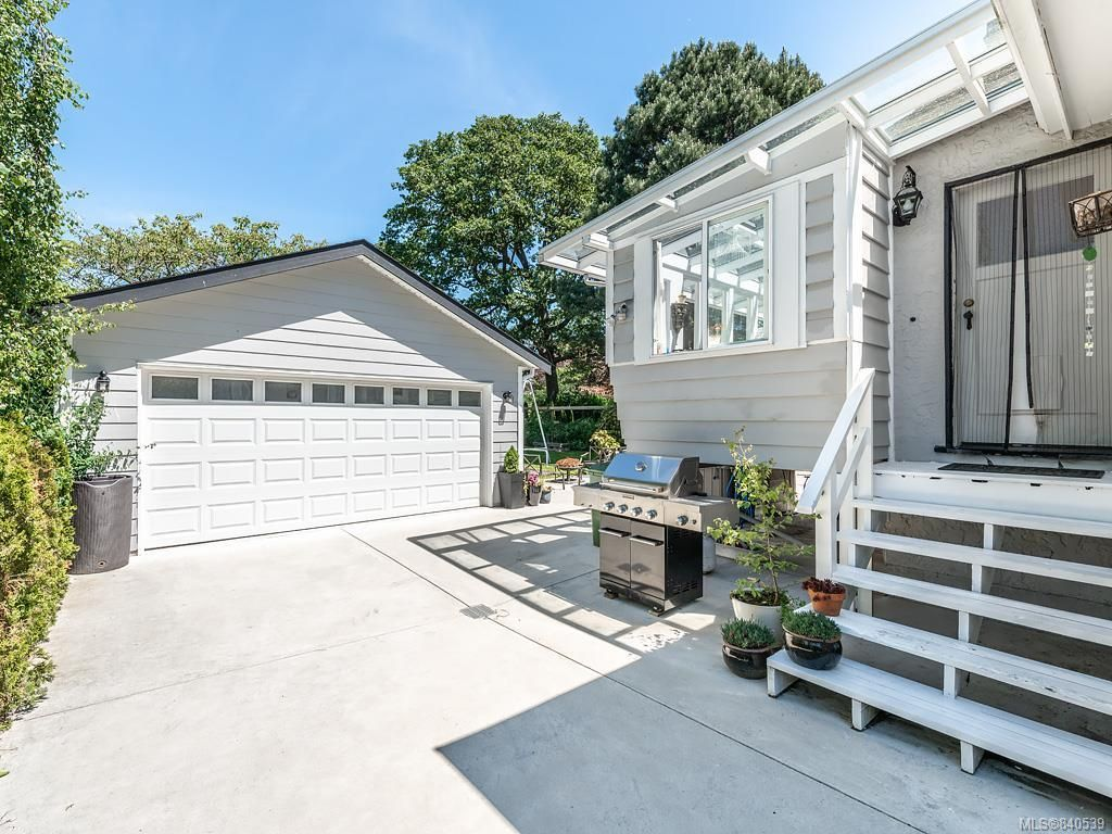 Photo 32: Photos: 2232 Cranmore Rd in Oak Bay: OB North Oak Bay House for sale : MLS®# 840539