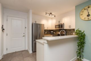"Photo 6: 404 20750 DUNCAN Way in Langley: Langley City Condo for sale in ""FAIRFIELD LANE"" : MLS®# R2564057"