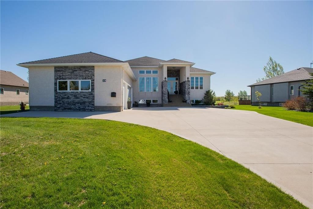 Main Photo: 19 TANGLEWOOD Drive in La Salle: RM of MacDonald Residential for sale (R08)  : MLS®# 202113059