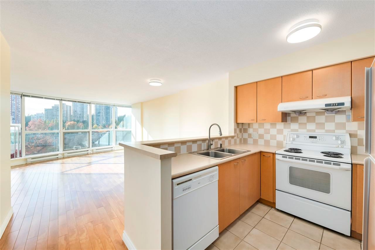 "Main Photo: 602 6088 WILLINGDON Avenue in Burnaby: Metrotown Condo for sale in ""Crystal Residences"" (Burnaby South)  : MLS®# R2575780"