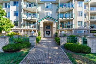 """Photo 4: 408 20433 53 Avenue in Langley: Langley City Condo for sale in """"COUNTRYSIDE ESTATES"""" : MLS®# R2492366"""