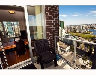 Photo 9: # 2208 550 PACIFIC ST in Vancouver: Condo for sale : MLS®# V782944